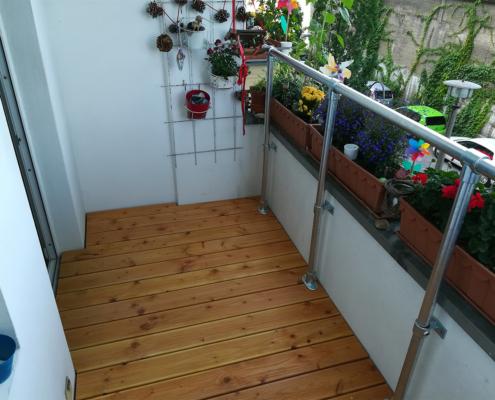 Erhöhung Balkonfußboden mit Geländer