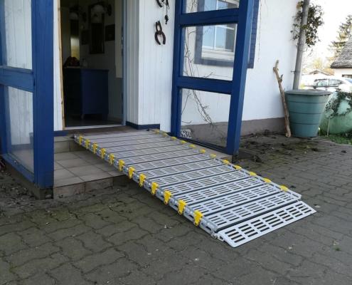 Rollstuhlrampe an Außentreppe
