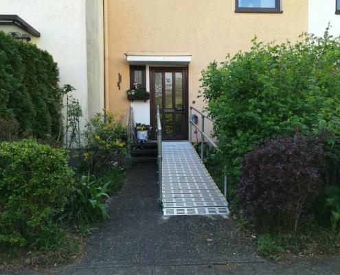 Rollstuhlrampe zum Hauseingang
